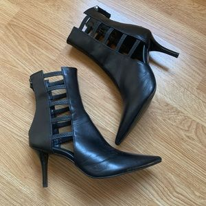 Super Amazing Zara Cut out mid booties